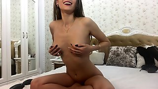Sexy small tits lick her nipples whith a huge toungue and rub pussy fast