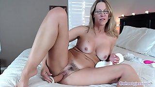 Milf With Sexy Feet Soles and Toes In Private Cam Show